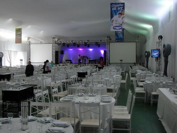 Ginásio Luiz Sodré Ayres ornamentado para evento empresarial