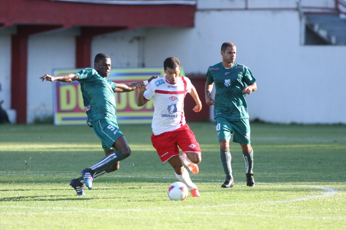 Primeiro jogo das semifinais do Mineiro: Caldense volta de Tombos com um empate com sabor de vitória