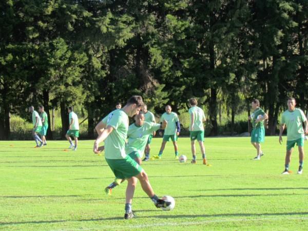 O jogador iniciou os treinamentos com a equipe nesta quarta-feira