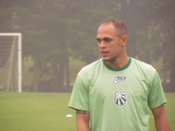 Maranhão já treinou com o restante do elenco nesta segunda-feira