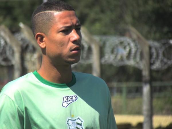 Cleiton assinou contrato até dezembro de 2016 e já está a disposição do técnico Gian Rodrigues.