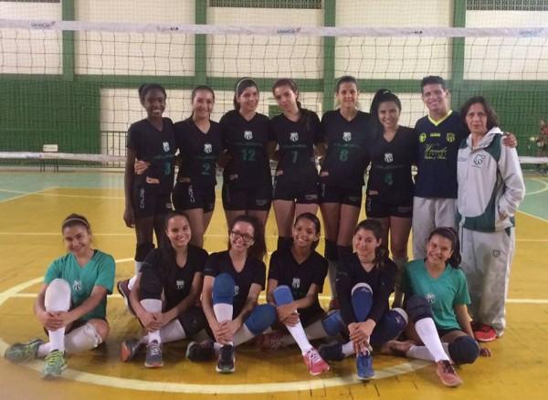 Equipe de volei feminino sub-16 da Associação Atlética Caldense
