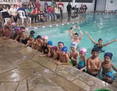 Cerca de 130 crianças participam do Festival de Natação da Caldense
