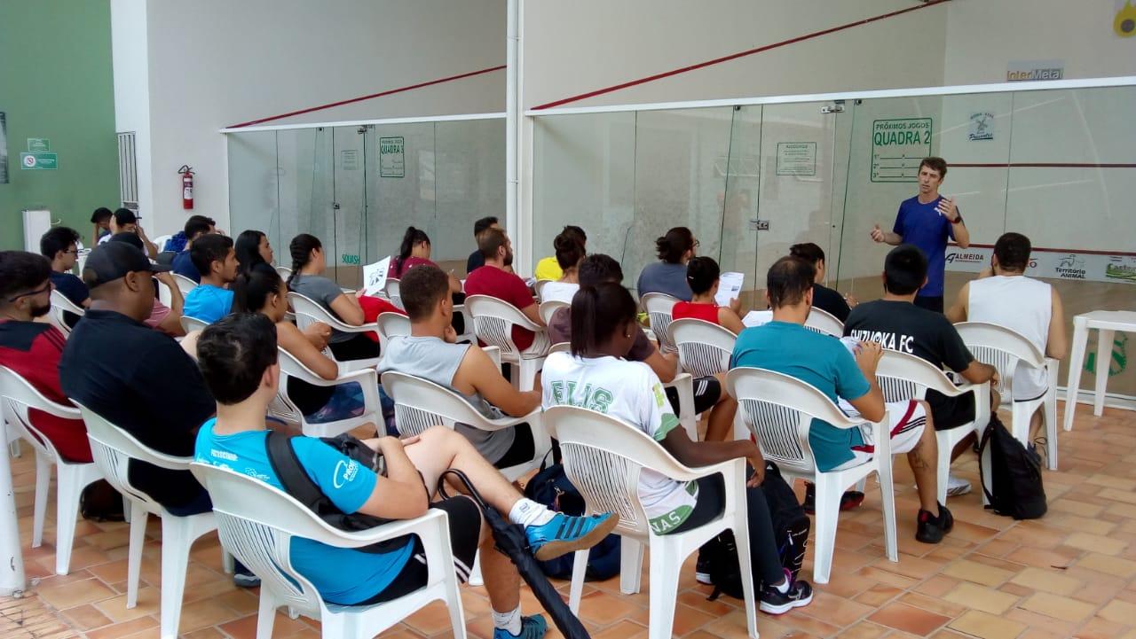 """Alunos de Educação Física de Muzambinho participam de """"Clínica de Squash"""" na Caldense"""