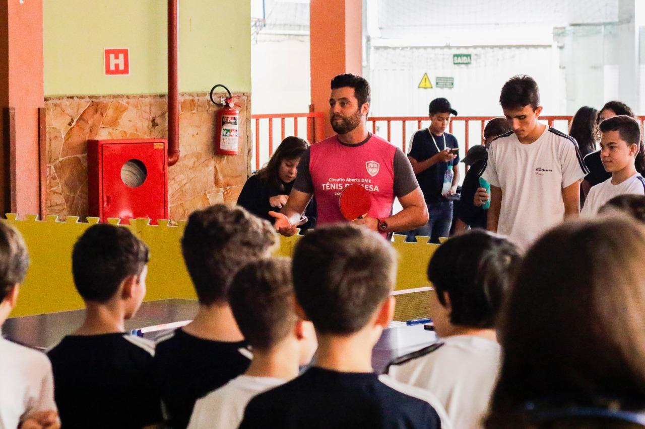 Equipe de Tênis de Mesa da Caldense faz oficina em escola da cidade