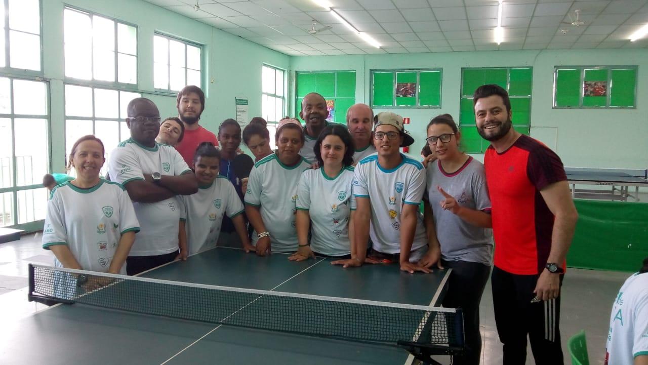 Caldense recebe alunos da APAE em Circuito Municipal de Tênis de Mesa
