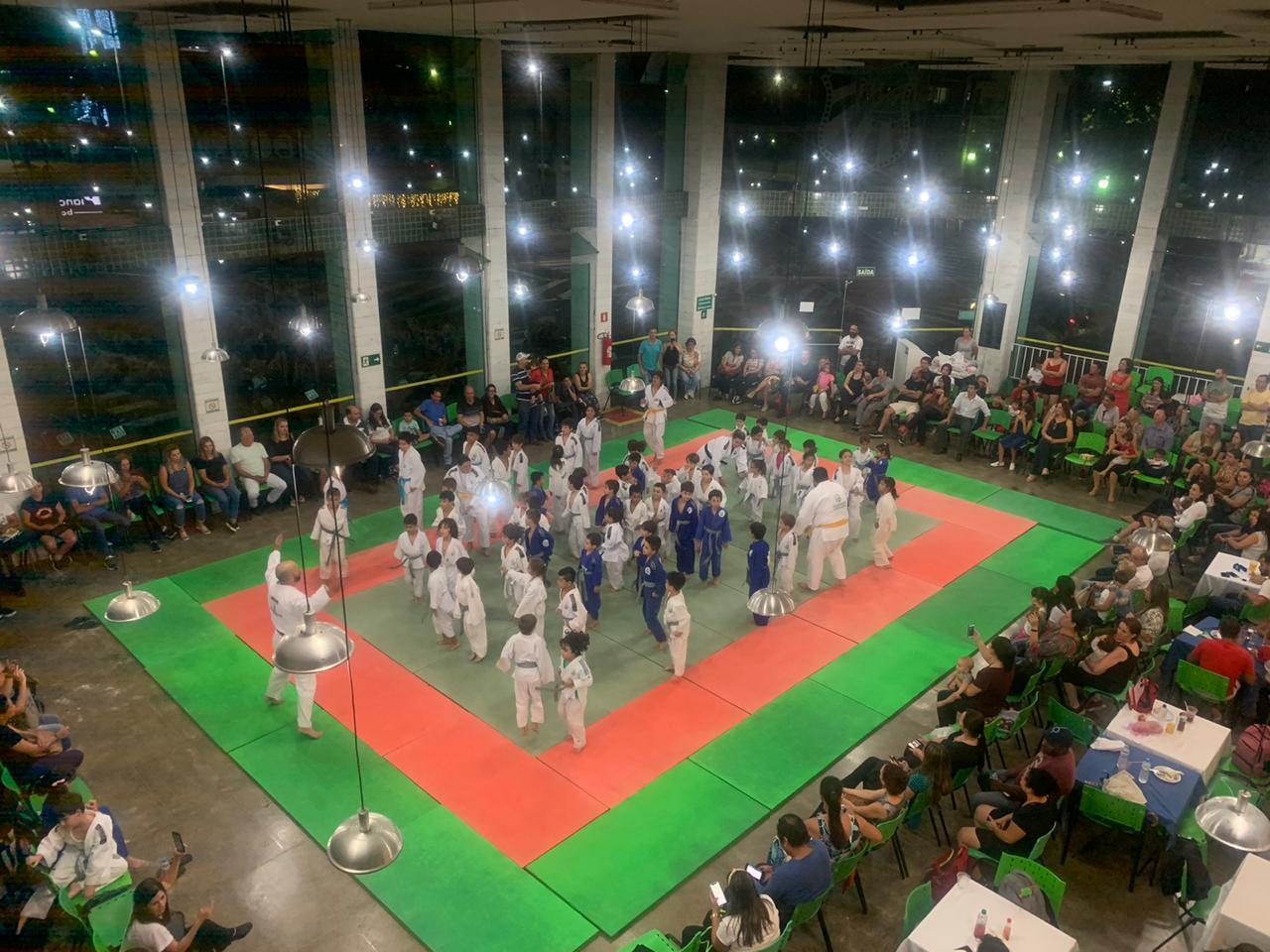 Judocas da Caldense participam de cerimônia de troca de faixas e encerramento do ano