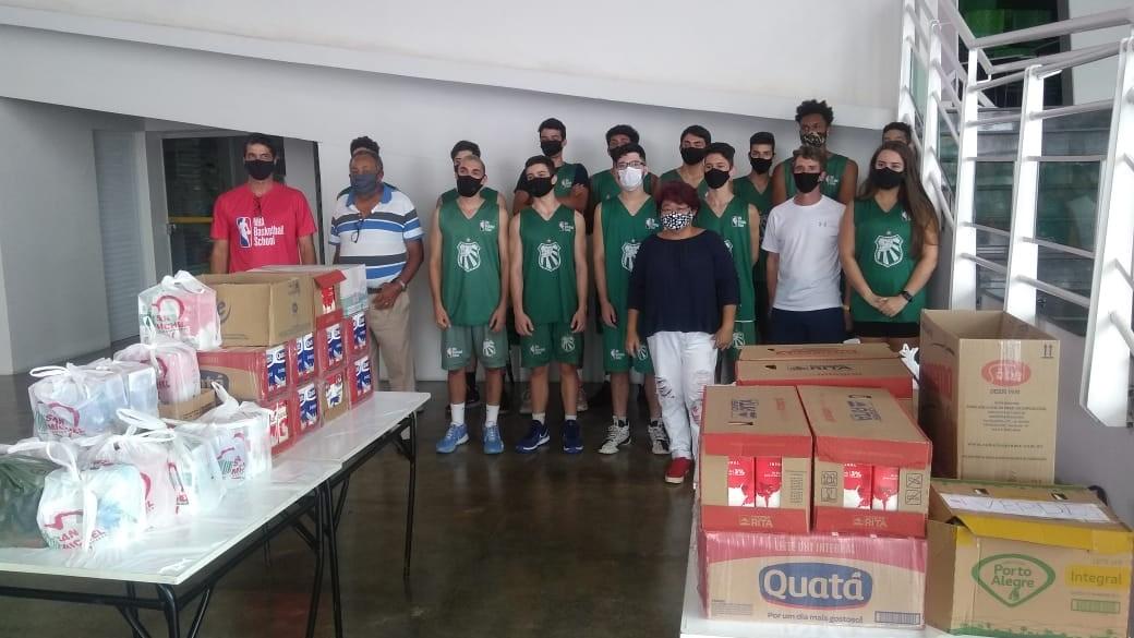 Caldense doa 350 litros de leite arrecadados em maratona de basquete para instituições de caridade