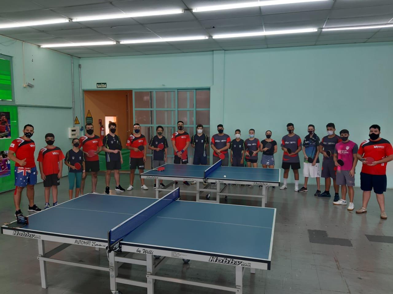 Encontro de tênis de mesa oferece treinamento especial para alunos da modalidade