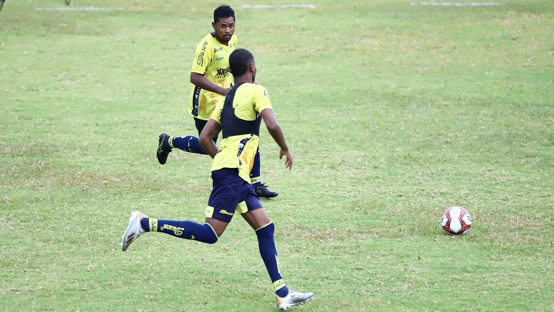Dois jogadores do Vitória-BA chegam por empréstimo à Caldense