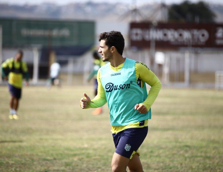 Novo reforço: Caldense acerta com lateral-esquerdo Gustavo Moreira